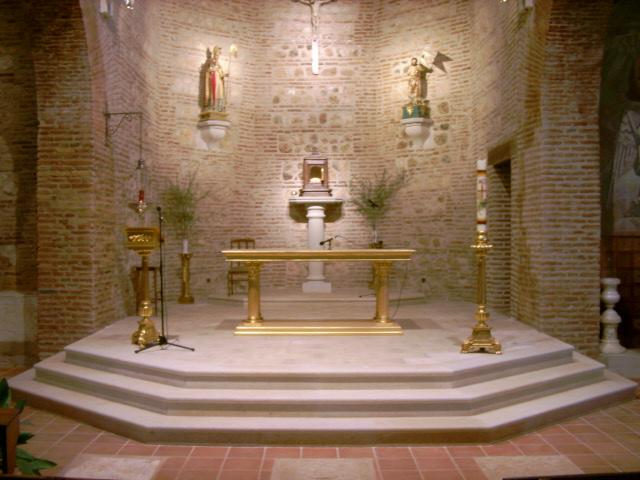 Iglesia con detalles de piedra