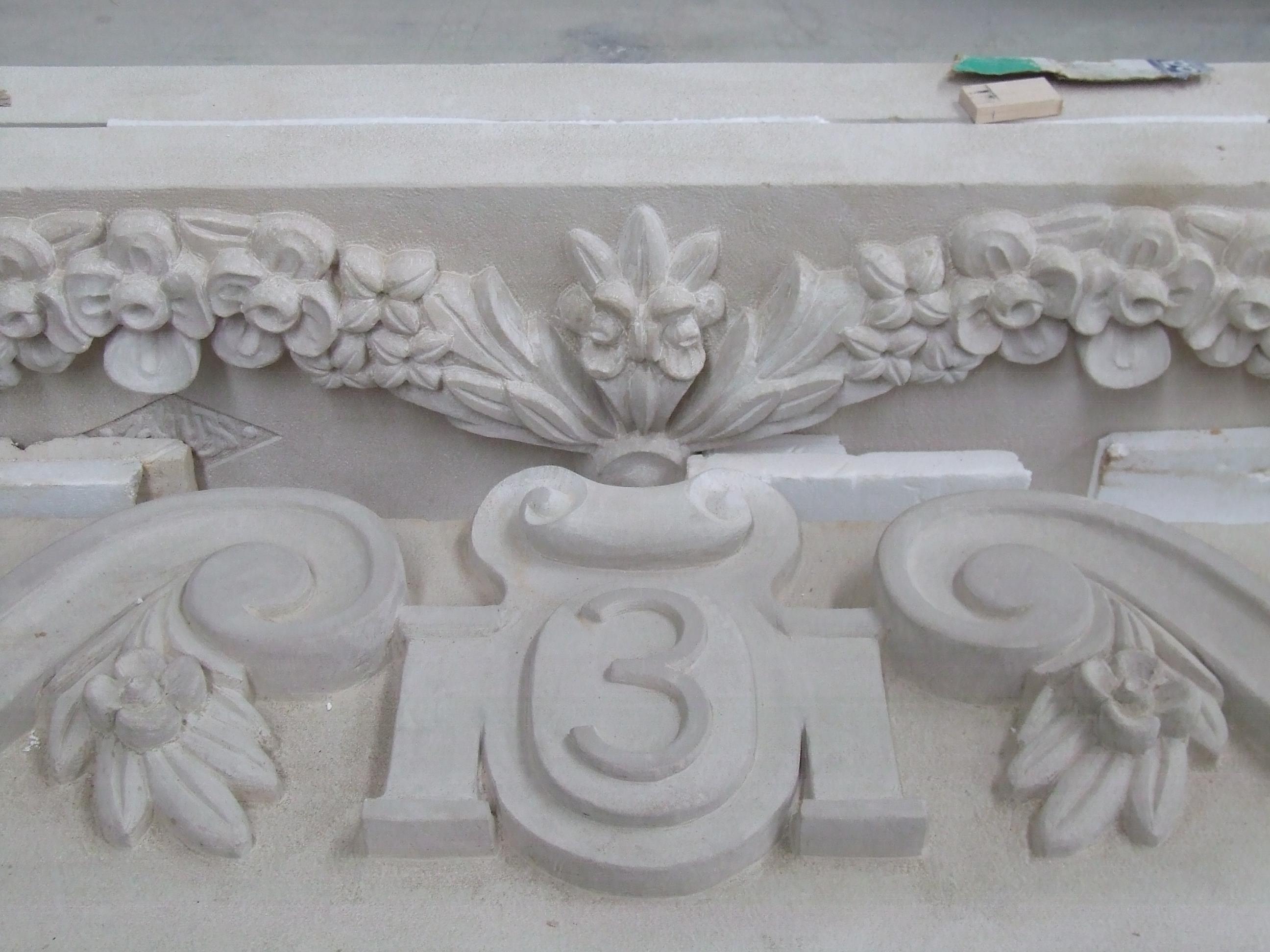 Decoración en piedra para fachada particular