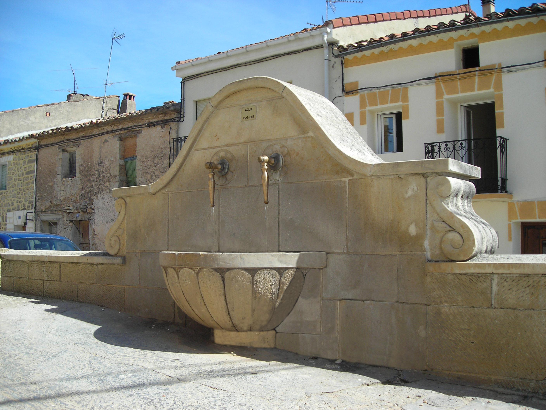 Fuente de la Toba. Piedra labrada