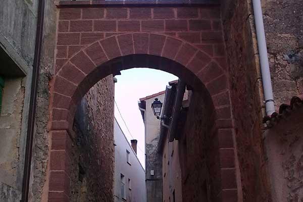 Arco de Abánades en arenisca roja