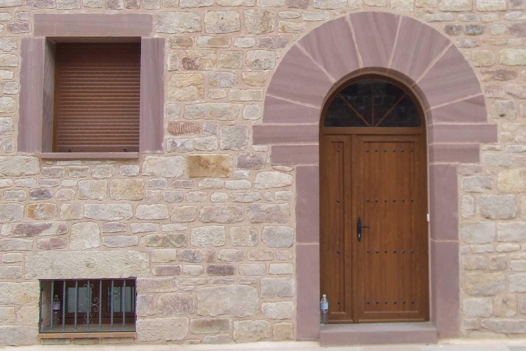 Detalles de la fachada con juego de contrastes